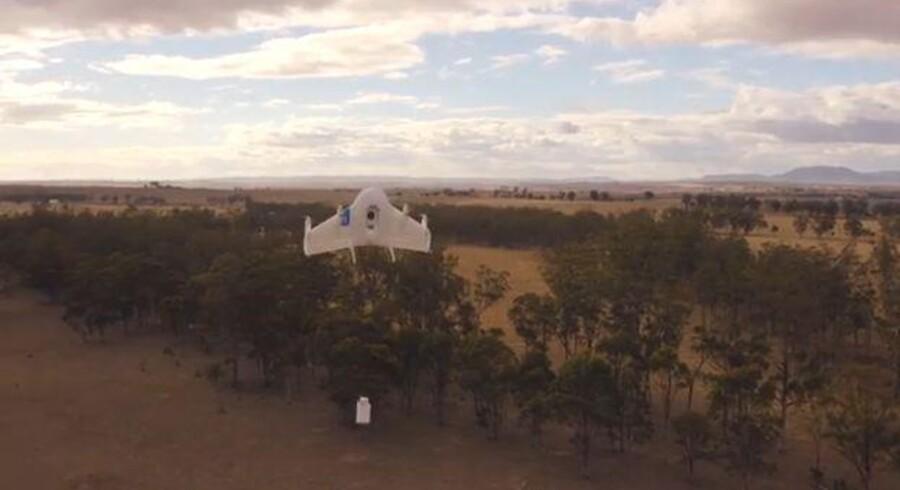 En Google-drone nedkaster sin medbragte pakke over staten Queensland i Australien. Foto: Google