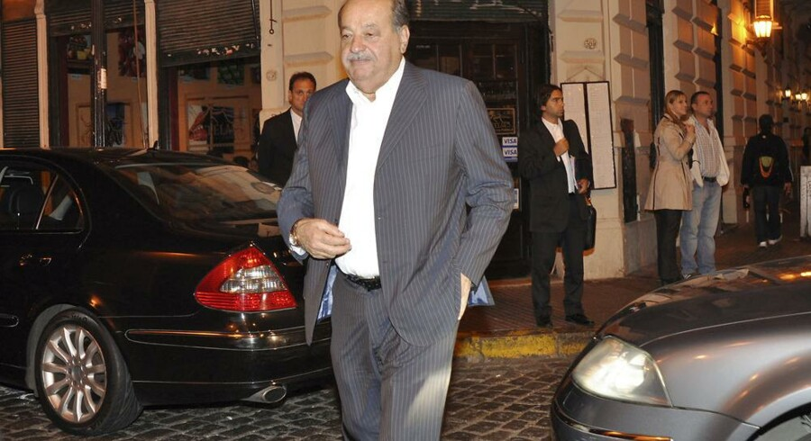 Carlos Slim, verdens rigeste mand, ankommer til en restaurant i Buenos Aires. Foto: Martin Quintana, Reuters/Scanpix