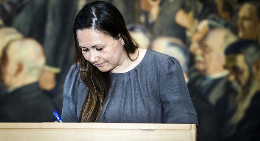 Forsinkelsen af kortene har medført kritik fra flere politikere, blandt andre Aaja Chemnitz Larsen, medlem af Folketinget for det grønlandske parti Inuit Ataqatigiit.