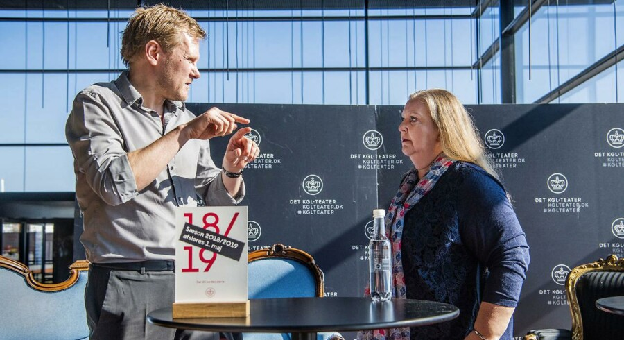 Pressemøde med udnævnelse af Det Kongelige Teaters nye chef - Det Kongelige Teaters bestyrelses formand Lisbeth Knudsen præsentere Kasper Holten