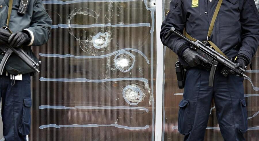 Politiet der holder vagt foran Krudttønden d. 16. februar 2015 efter terrorangrebet på Østerbro i København d.14. februar.
