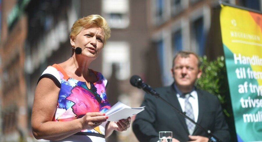 Statsminister Lars Løkke Rasmussen (V) og ligestillingsminister Eva Kjer Hansen (V) præsenterede onsdag 6. juni en handlingsplan for LGBTI-personer på Regnbuepladsen, der ligger i forlængelse af Københavns Rådhusplads.