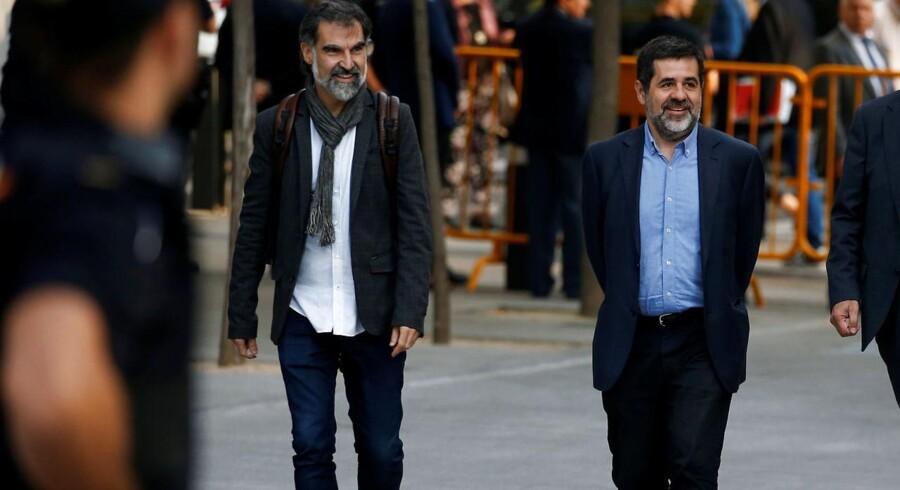 Jordi Cuixart og Jordi Sánchez, der leder de separatistiske folkebevægelser Assamblea Nacional Catalana og Òmnium Cultural, ankommer mandag formiddag til Spaniens særlige kriminalret. 12 timer senere blev de varetægtsfængslet, sigtet for at have opildnet til oprør. REUTERS/Javier Barbancho