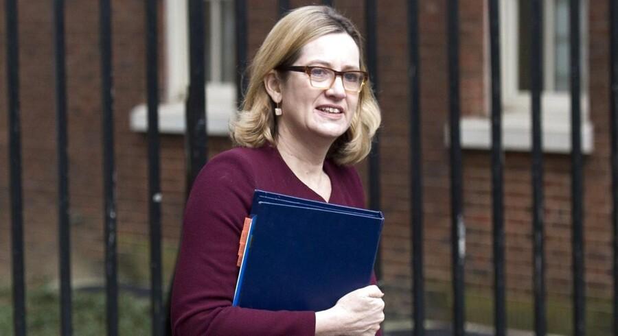 Det britiske antiterrorpoliti skal briefe indenrigsminister Amber Rudd og andre ministre om russisk spionsag.