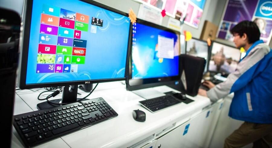 PC-salget falder fortsat, fordi folk bruger pengene på tavle-PCer og smartphonetelefoner i stedet. Arkivfoto: Philippe Lopez, AFP/Scanpix