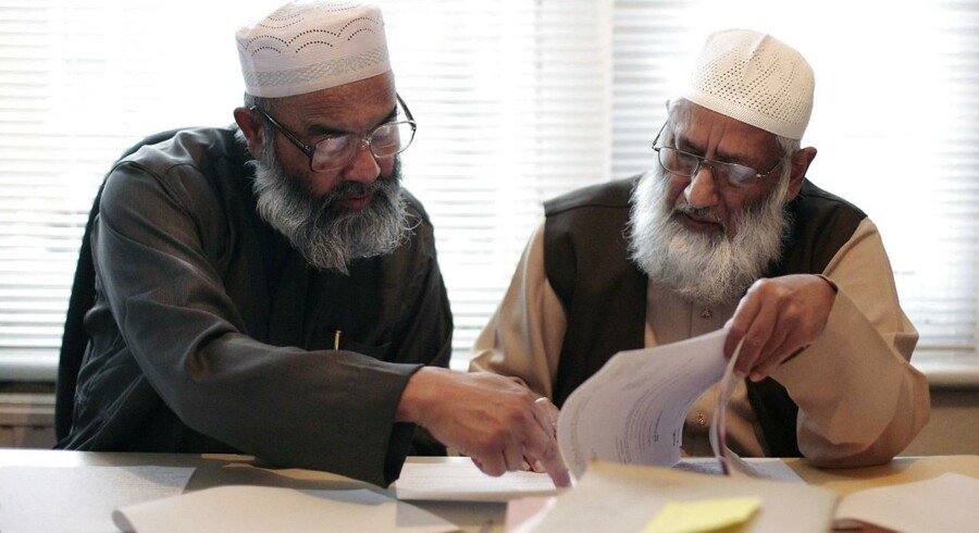 I England har shariaråd i mere end 15 år mæglet i muslimske ægteskabssager og blåstemplet skilsmisser. Rådgivningen er officiel og er kendt for offentligheden, men den er langt fra ukontroversiel. AFP PHOTO/SHAUN CURRY