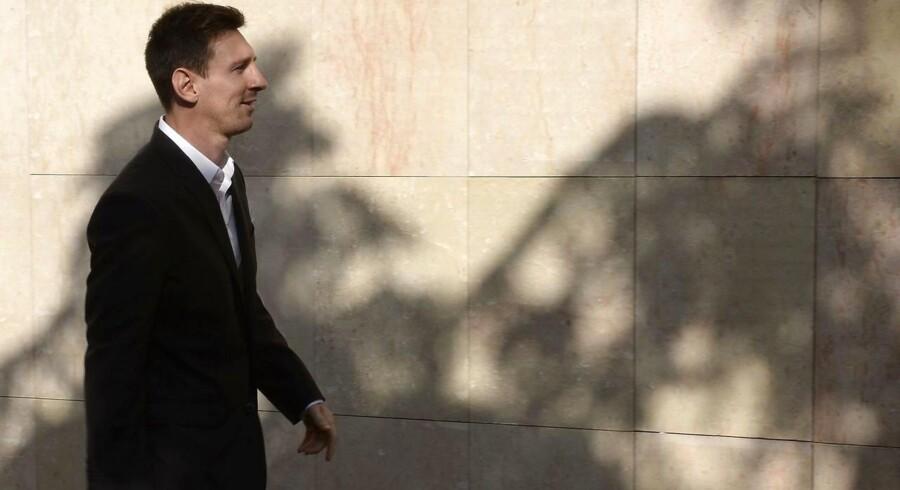 Messi er først og fremmest kendt for at kunne afdrible kompakte forsvar på fodboldbanen, men de spanske skattemyndigheder mener også, at han har været temmelig god til at drible uden om hans retsmæssige skattepligt.