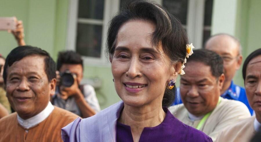 Myanmars Aung San Suu Kyi bliver udenrigsminister i den nye regering
