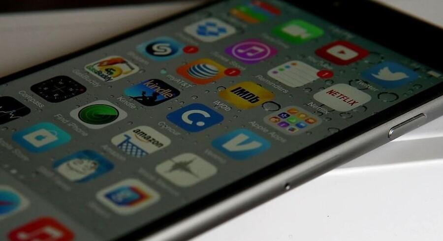 Når Apple om få uger opdaterer sit styresystem til iPhone og iPad, vil man kunne installere annonceblokeringsværktøjer, som fjerner annoncerne, når man går på nettet - dog ikke i apps. Arkivfoto: Justin Sullivan, Getty Images/AFP/Scanpix