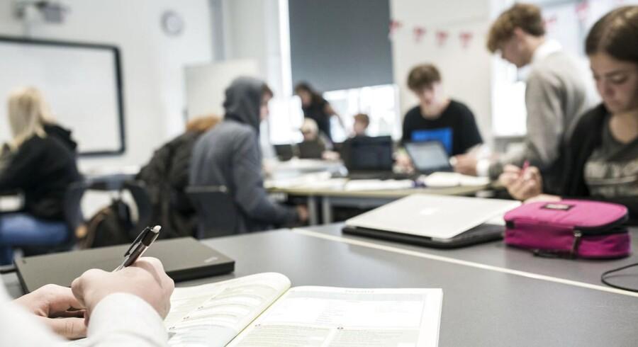 Mange elever oplever karakterer som et enormt pres, og der tegner sig i stigende grad en bølge af skoleledere og politikere, som går imod karakterræset. Arkivfoto fra Højdevangens Skole i København: Anne Bæk.
