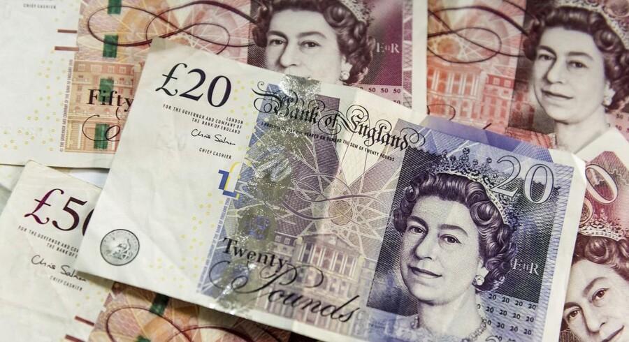 Britiske rejsende skal vænne sig til, at euro og pund næsten vil være det samme værd i løbet af næste år, spår finanshuse.