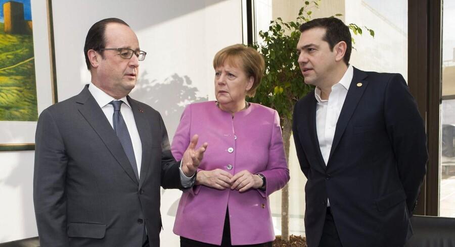 Den græske premierminister, Alexis Tsipras, (TH) har angiveligt truet med at nedlægge veto over for en britisk aftale, hvis ikke der bliver fundet en løsning på migrantkrisen.