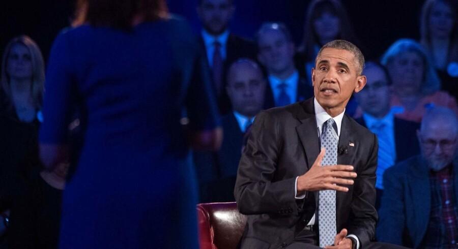 »Jeg vil hverken støtte eller stemme for nogen kandidat, selv ikke fra mit eget parti, som ikke støtter en reform af lovgivningen,« skriver Obama i The New York Times.