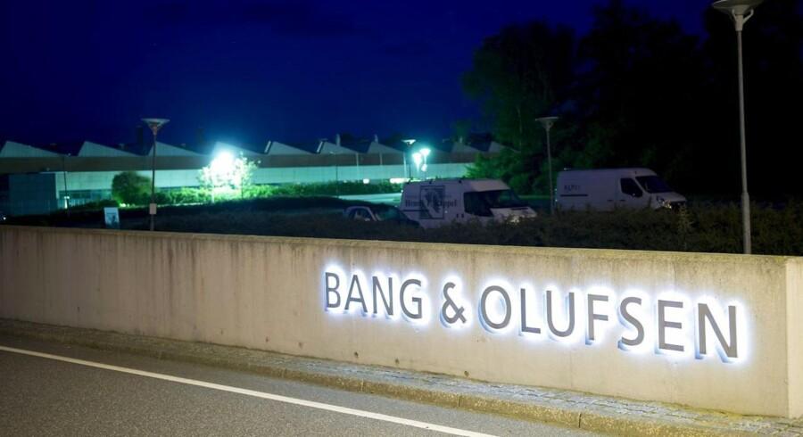 Elektronikkoncernen Bang & Olufsens aktie får hug på fondsbørsen i København. Det sker, efter at koncernen har fremlagt regnskabet for fjerde kvartal, der viser underskud på.