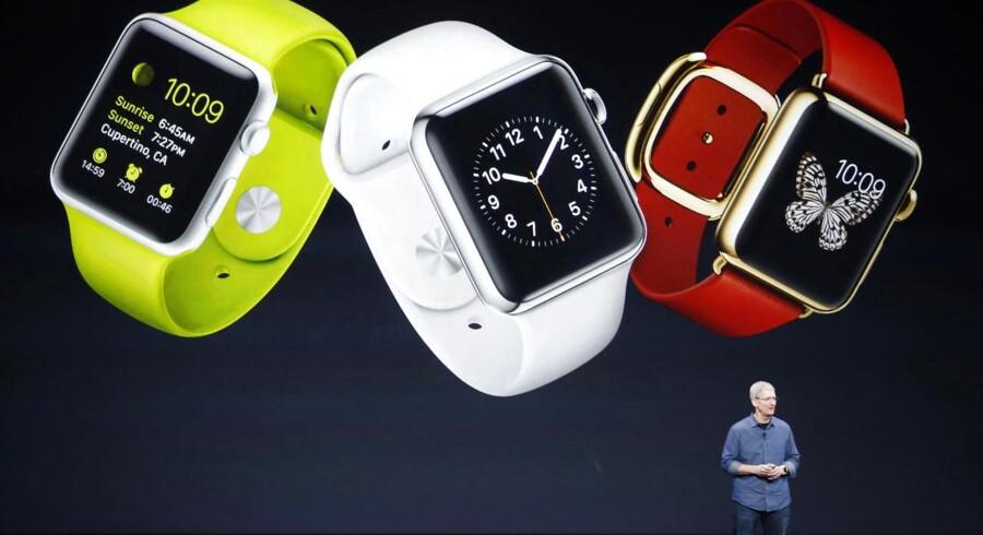Apple-topchef Tim Cook præsenterede 9. september 2014 det kommende Apple Watch, som fungerer sammen med iPhone-telefoner fra model 5 og nyere. Mandag aften går han igen på scenen for at give smarturet det sidste skub fremad, inden det til april kommer på hylderne. Priserne vil få særligt stor interesse. Arkivfoto: Stephen Lam, Reuters/Scanpix