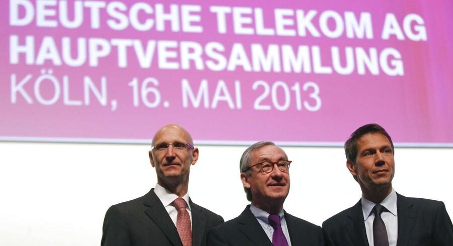 Rene Obermann (th.), administrerende direktør i Deutsche Telekom, bestyrelsesmedlem Thimotheus Hoettges (tv.) og formand for repræsentantskabet Ulrich Lehner før selskabets generalforsamling i Köln i maj 2013.