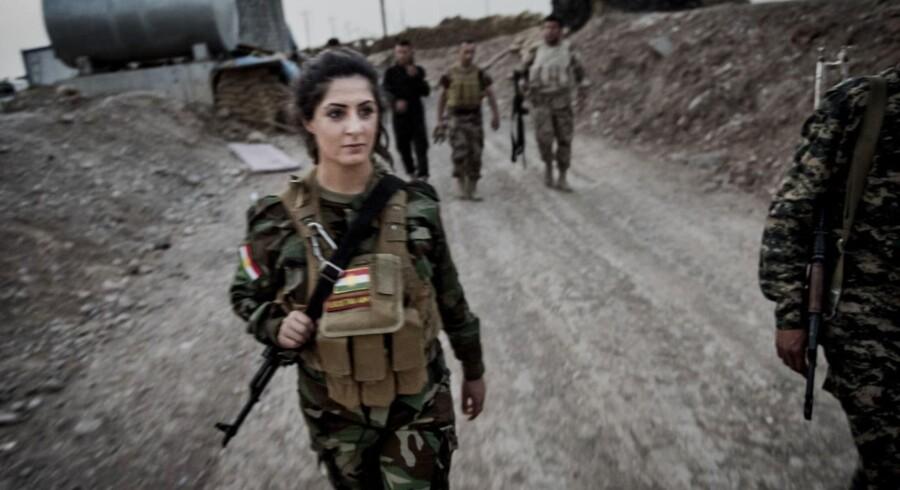 Danske Joanna Palani forlod i november 2014 Danmark for at kæmpe mod Islamisk Stat i Irak og Syrien. Fotograf Asger Ladefoged og journalist Allan Sørensen har fulgt hende.
