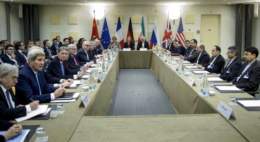 Et langt forhandlingsforløb i schweiziske Lausanne mellem seks lande og Iran om en rammeaftale for Irans atomprogrammer nærmede sig tirsdag enden, og dramaet er langtfra overstået.