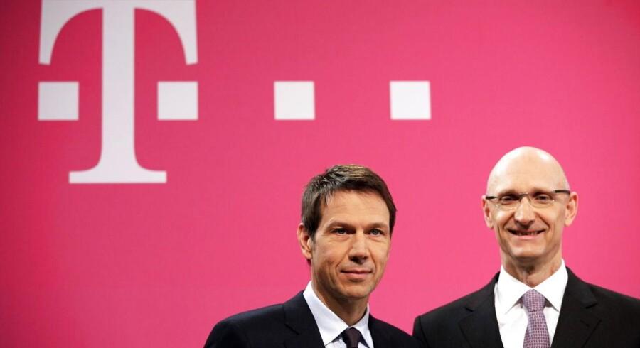 Deutsche Telekoms topchef, René Obermann (til venstre), og hans afløser, koncernfinansdirektør Timotheus Höttges, ved seneste regnskabsfremlæggelse 28. februar i Bonn. Arkivfoto: Rolg Vennenbernd, EPA/Scanpix