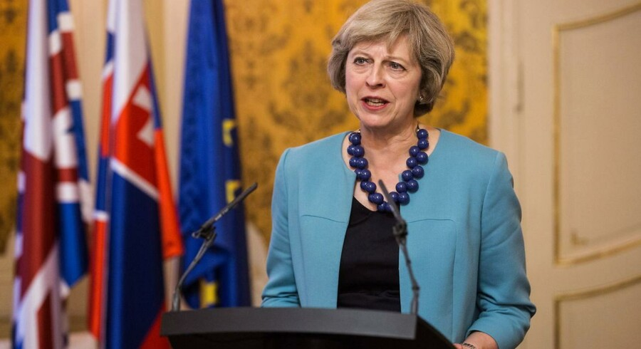 Den britiske premierminister, Theresa May, siger til medlemmer af sin regering, at de er nødt til at sikre brexit. De skal udelukke tanken om en ny folkeafstemning og ethvert forsøg på at blive i EU gennem bagdøren.