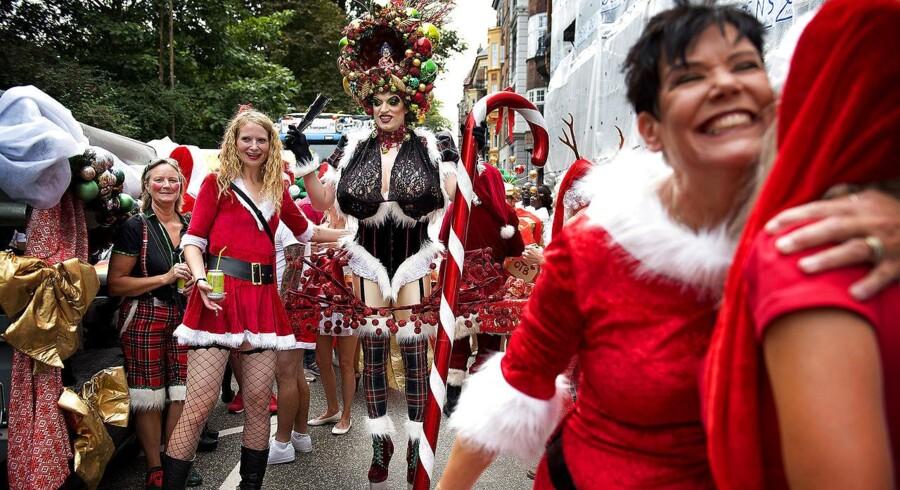 Michael Engel O. Bonnichsen aka Miss One Tall Bitch gør sig klar til sidste års Pride-paraden.