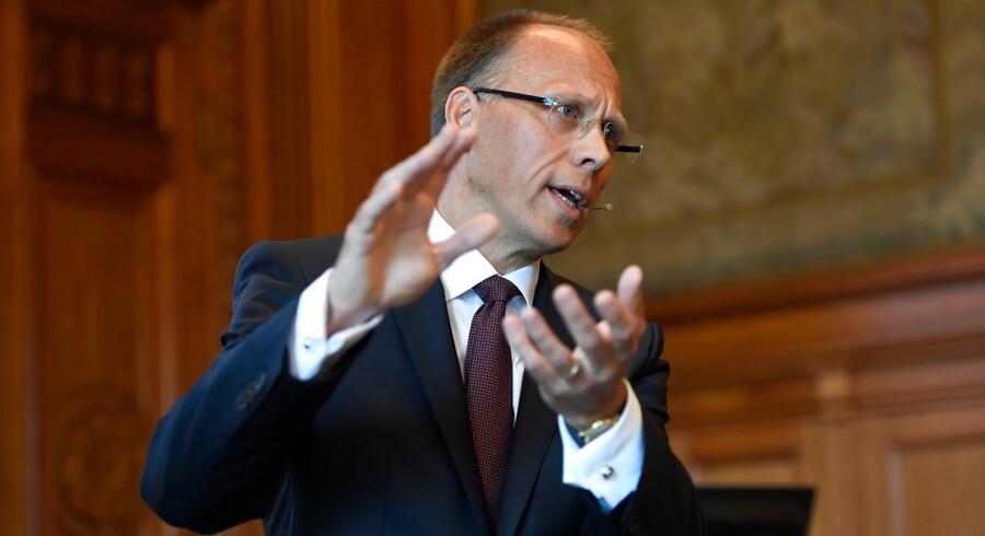 Landechef i Nordea i Danmark, Peter Lybecker, går på pension og erstattes af Frank Vang-Jensen. Det oplyser banken i en pressemeddelelse.