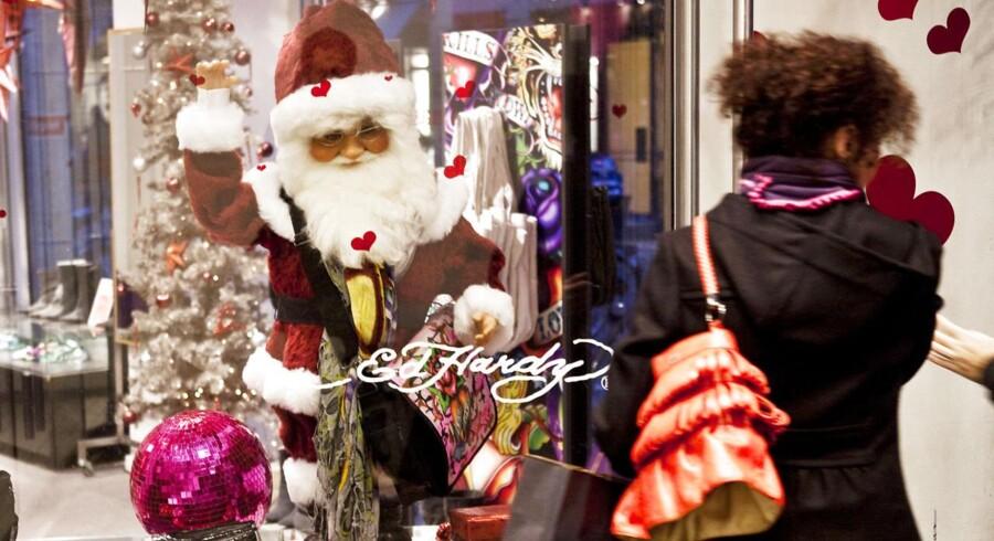 Kvinderne er ude i bedre tid end mændene, når det kommer til julegaveindkøb.