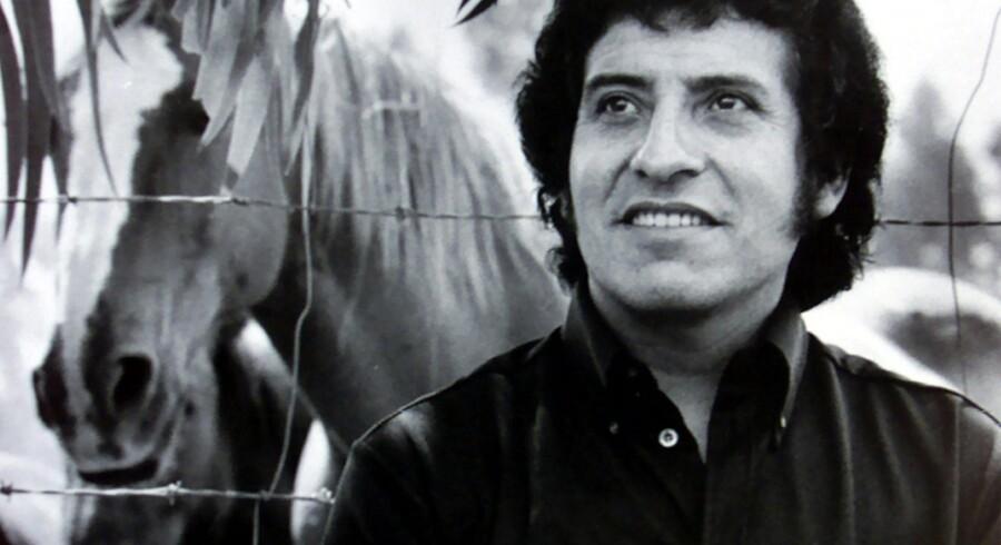 Den chilenske sanger Victor Jara (foto) blev i september 1973 en af de første ofre for det chilenske militærstyres brutale behandling af politiske modstandere. Tirsdag blev ni forhenværende militærfolk idømt fængselsstraffe for deres medansvar for Jaras død. Handout/arkiv/Reuters