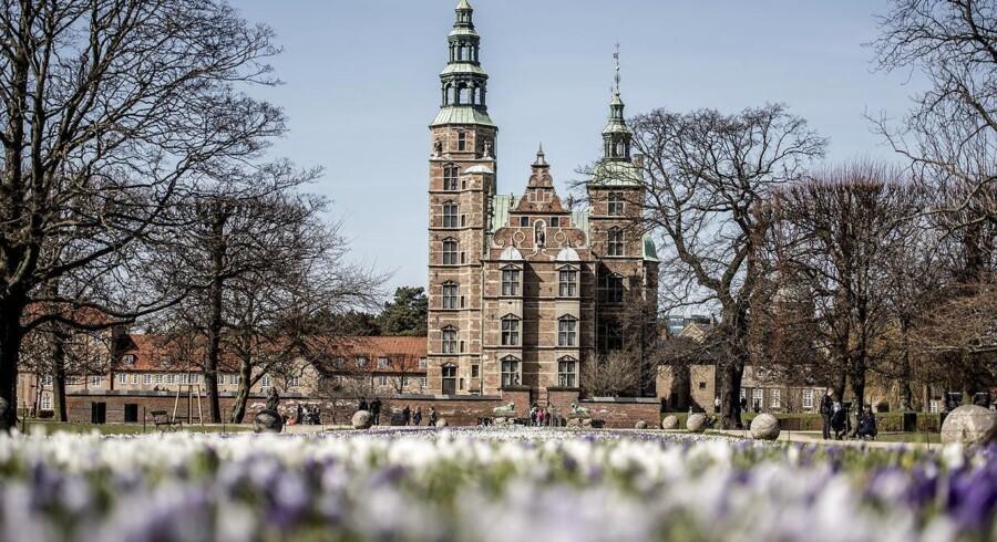 København har sin charme set fra Kongens Have med udsigt til Rosenborg, men det er vigtigt at skelne by fra hovedstad. Som hovedstad er byens værdi for resten af landet overvurderet, mener Morten Frederiksen.