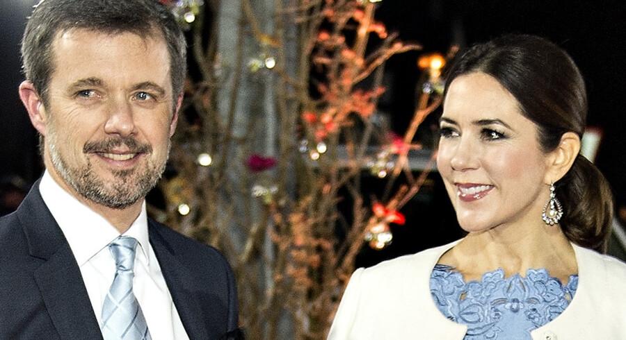 Kronprins Frederik og kronprinsesse Mary udvekslede deres første kys, kort tid efter at de mødte hinanden på en pub i Sydney for allerførste gang. Scanpix/Henning Bagger