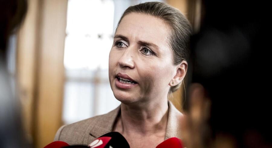 Socialdemokratiets Mette Gjerskov fik frataget sit ordførerskab, da hun bekendtgjorde, at hun ville stemme imod tildækningsforbuddet. Nu fortæller S-formand Mette Frederiksen hvorfor.