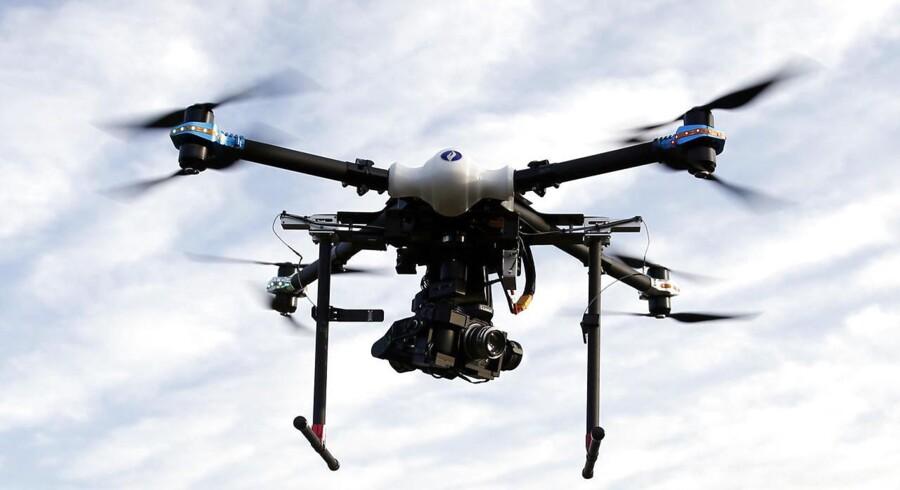 Maersk Tankers har foretaget den første testflyvning, hvor en drone har afleveret en pakke på et skib. Arkivfoto.