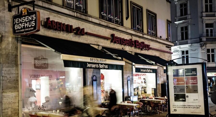 Jensen's Bøfhus er på vej til at frasælge sin detailafdeling, som siden 1997 har leveret saucer og spareribs til de danske supermarkeder.