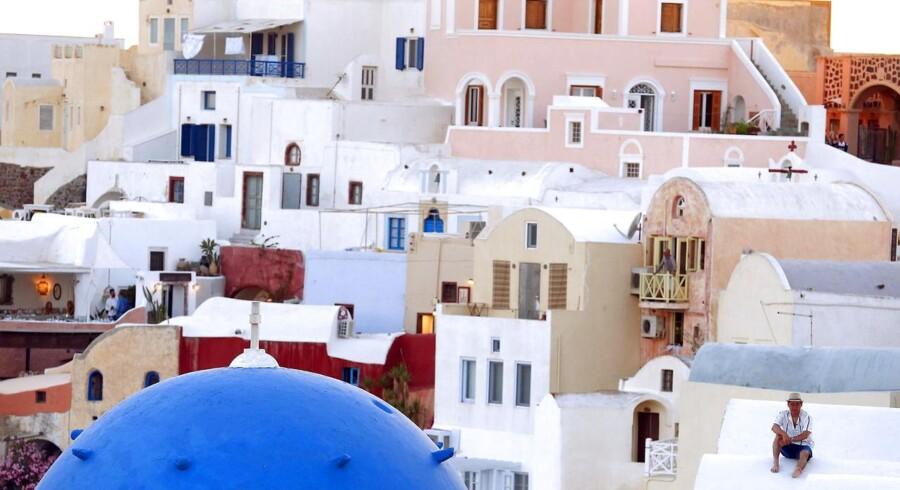 Den græske ferie-ø med de mange hvidkalkede huse, Santorini, er en af de øer, hvor det bliver dyrere at være turist.