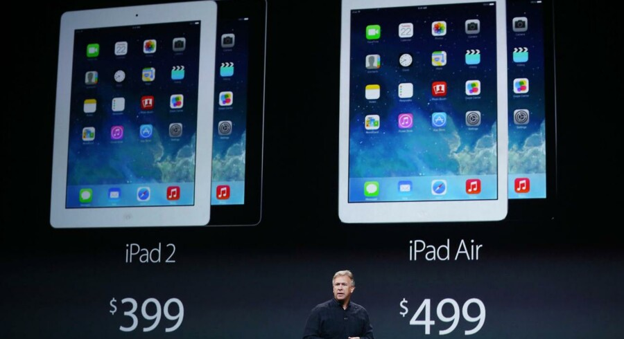 Apples Philip W. Schiller fremviser den nye og femte iPad, iPad Air, i San Francisco tirsdag aften. Foto: Robert Galbraith, Reuters/Scanpix