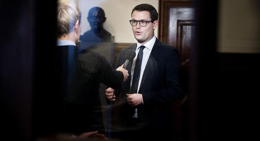 ARKIVFOTO: »Vi har politisk behov for at komme til bunds i, om sprøjtegift brugt i landbruget er årsagen til resistens, så vi kan handle på problemet,« siger Socialdemokratiets miljøordfører, Christian Rabjerg Madsen (billedet).