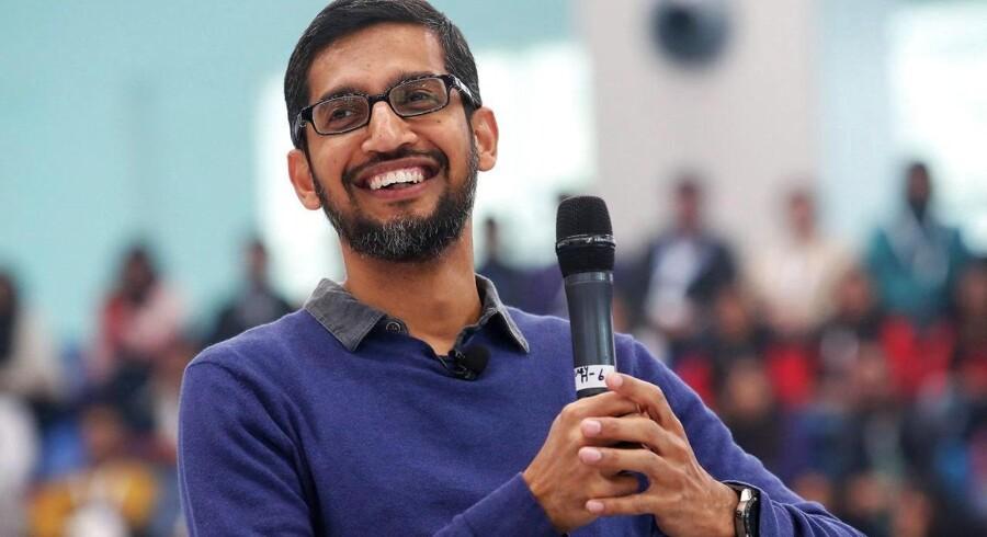 Google CEO, Sundar Pichai, har fået en aktiebonus i moderselskabet Alphabet på 199 millioner dollar. Det svarer til 1,3 milliarder danske kroner.