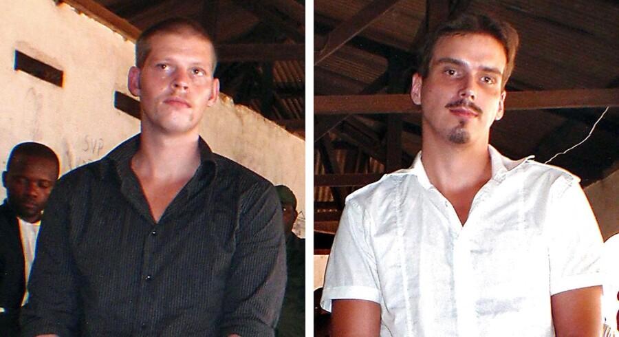 På dette billede fra en appelretssag i 2010 er Joshua French (tv) 28 år og Tjostolv Moland (th.) 29 år. Moland døde søndag i sin celle i Congo, 32 år gammel. Hans var dømt til døden for et drab i 2009.