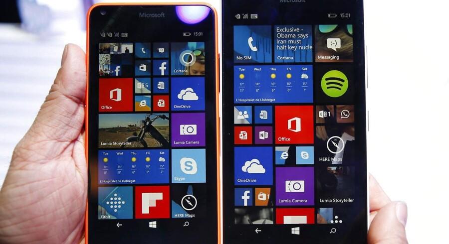 Windows-telefonernes markedsandel er fortsat lille, og derfor vælger mange udviklere at droppe Windows-udgaver af deres mobilprogrammer og i stedet koncentrere sig om Android- og iOS-telefoner og -tavlecomputere. Derfor vil Microsoft nu gøre det muligt hurtigt at lave Windows-udgaver af Android- og iOS-apps. Arkivfoto: Albert Gea, Reuters/Scanpix