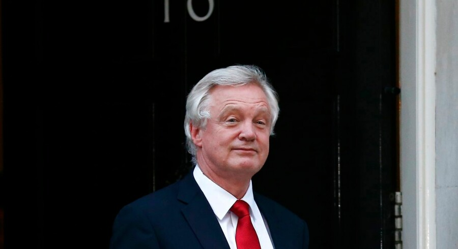 Newly appointed Secretary of State for Exiting the European Union (Brexit Minister) David Davis leaves 10 Downing Street in central London on July 13, 2016 after new British Prime Minister Theresa May took office. Theresa May took office as Britain's second female prime minister on July 13 charged with guiding the UK out of the European Union after a deeply devisive referendum campaign ended with Britain voting to leave and David Cameron resigning. / AFP PHOTO / JUSTIN TALLIS