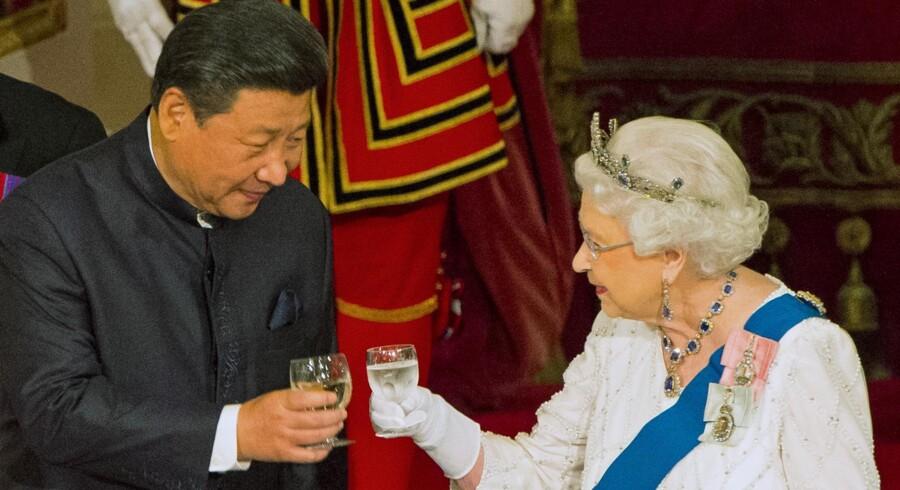 Kinas præsident Xi Jinping sammen med dronning Elizabeth II.