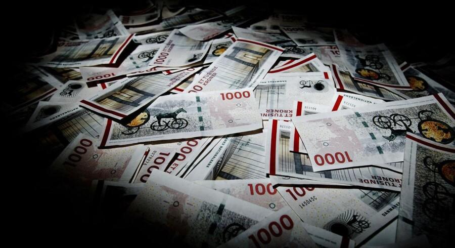 Danskerne har i gennemsnit 150.000 kr. stående på almindelige lønkonti, men de kunne lige så godt sy dem ind i madrassen. De fleste banker giver nemlig nul pct. i rente.