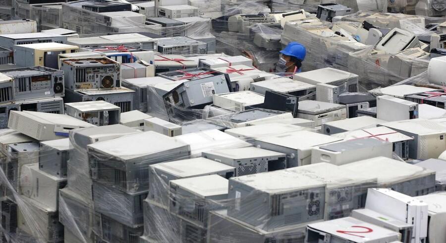Salget af PCer fortsætter med at falde. Flere bevarer den gamle eller - som her fra Taoyuan i det nordlige Taiwan - skrotter den og klarer sig med en stor telefon i stedet. Arkivfoto: Pichi Chuang, Reuters/Scanpix