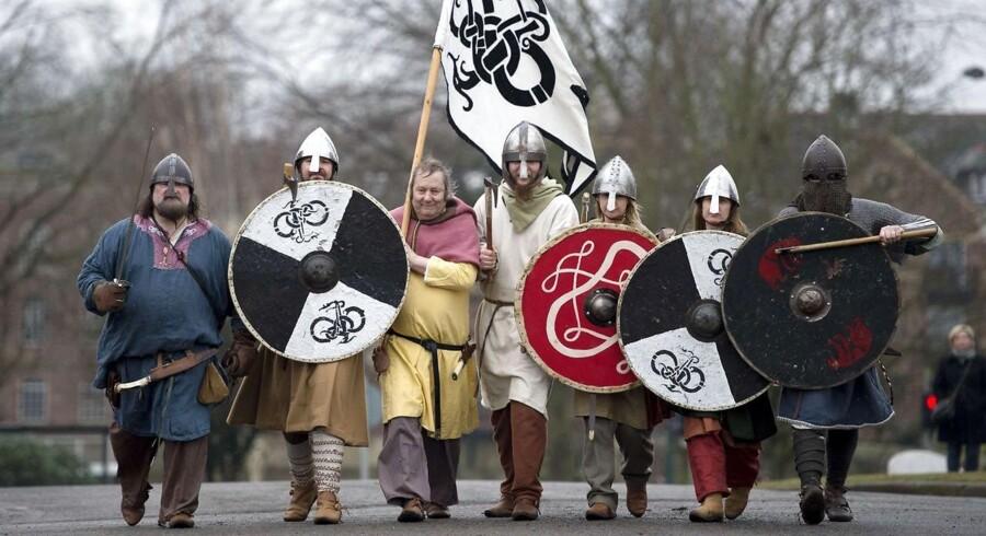 Yolrkshire-borgere udklædt som vikinger under en Vikinge-festival i Yorkshire i 2015. Der kommer hvert år 40.000 gæster til vikinge-festivalen. AFP PHOTO / OLI SCARFF