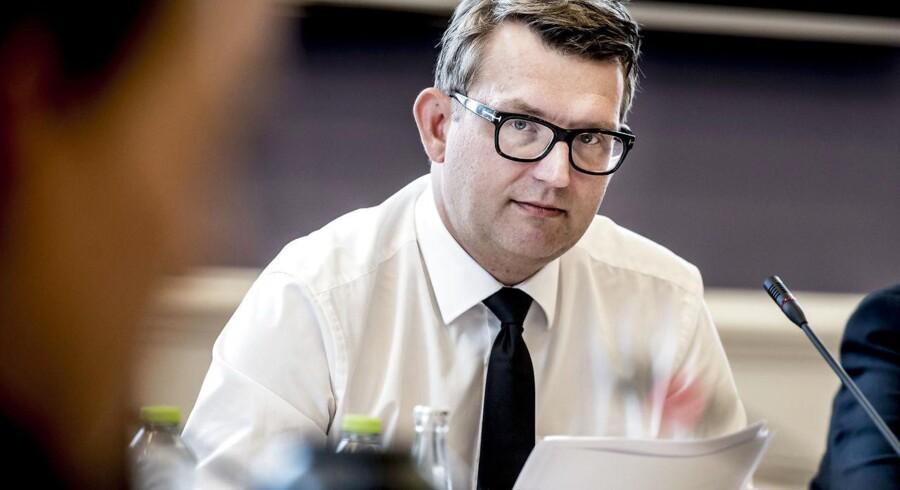 (ARKIV) Beskæftigelsesminister Troels Lund Poulsen (V) i samråd om nedsættelsen af en seniortænketank for et godt seniorarbejdsliv, torsdag den 14. september 2017. Mangel på arbejdskraft får regeringen til at stramme tommelskruerne på de ledige, for at opsvinget ikke skal tabe luft. Det skriver Ritzau, onsdag den 30. maj 2018.. (Foto: Mads Claus Rasmussen/Ritzau Scanpix)