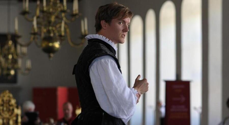Hamlet og de andre figurer fra Shakespeares brømte tragedie har indtaget Kronborg Slot og befolker det alle dage i højsæsonen. Foto: Tobias Fonsmark.