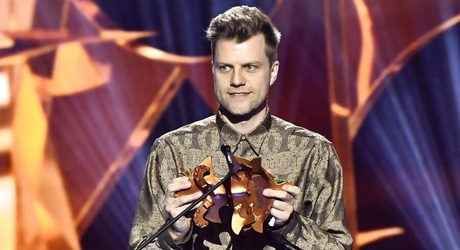 """Instruktør Ruben Österlund får den svenske filmpris Guldbaggen for sin instruktion af """"The Square""""."""