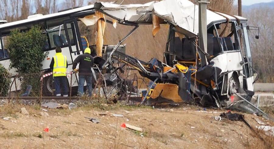 Toget og skolebussen kolliderede torsdag ved Millas, der ligger omkring 18 kilometer vest for byen Perpignan i det sydlige Frankrig.
