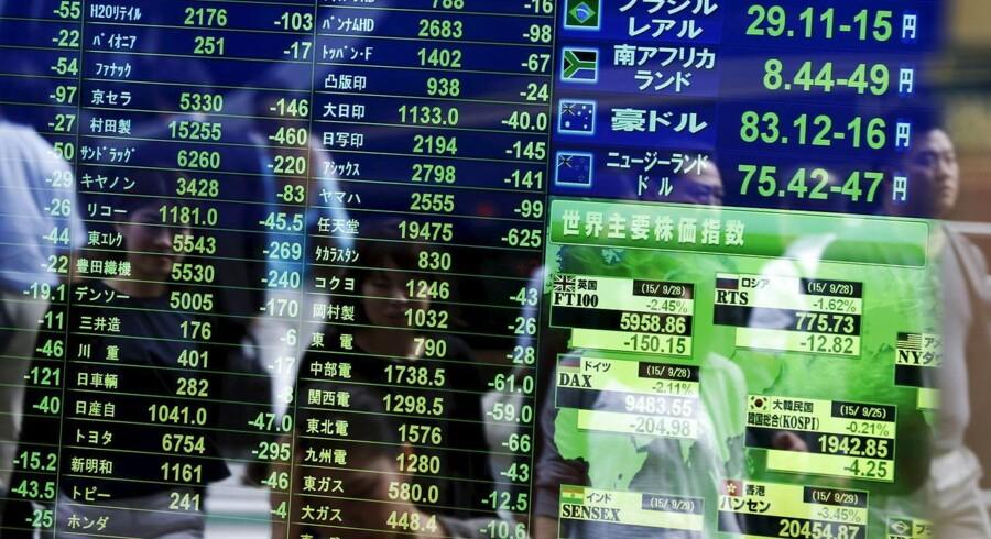 Arkivfoto. De asiatiske aktiemarkeder ligger med små udsving uden entydig retning onsdag morgen. Månedsafslutningen præger markedet, hvor mange vælger at holde sig på sidelinjen, inden der tages fat på sidste runde af årets finansielle gynger og karruseller.