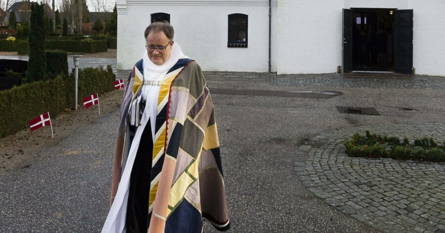 Biskop Elof Westergaard har her været til 100 års jubilæumsfestgudstjeneste i Videbæk Kirke sidste år. Ribe-bispen blander sig nu i det lokale plejehjem Bakkelys forbud mod brug af kvindelige præster ved plejehjemmets andagter. Arkivfoto: Jørgen Kirk